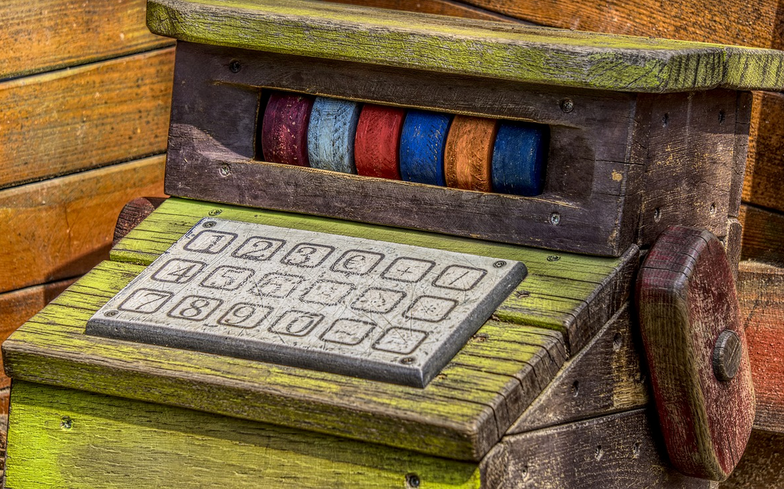 Spielzeugkasse aus Holz